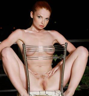 Bella ragazza con lussuosa corpo nudo.